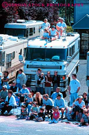 Stock Photo #4985: keywords -  array audience crowd crowded gather gathered gathering grouped home lots many motor multitude observe oregon parade people portland rose rv see together vert watch